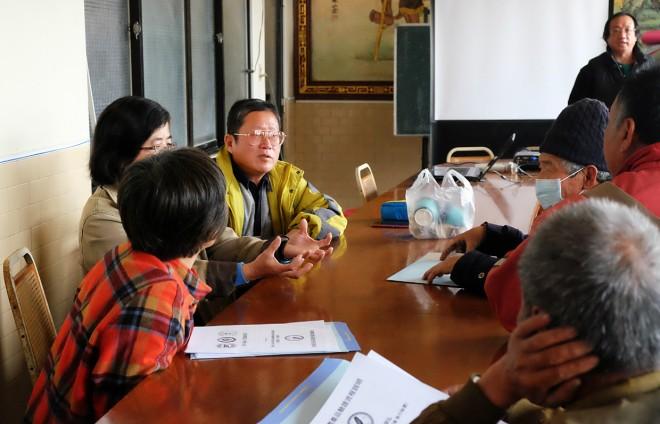 農民熱烈討論怎麼種植有機棉花