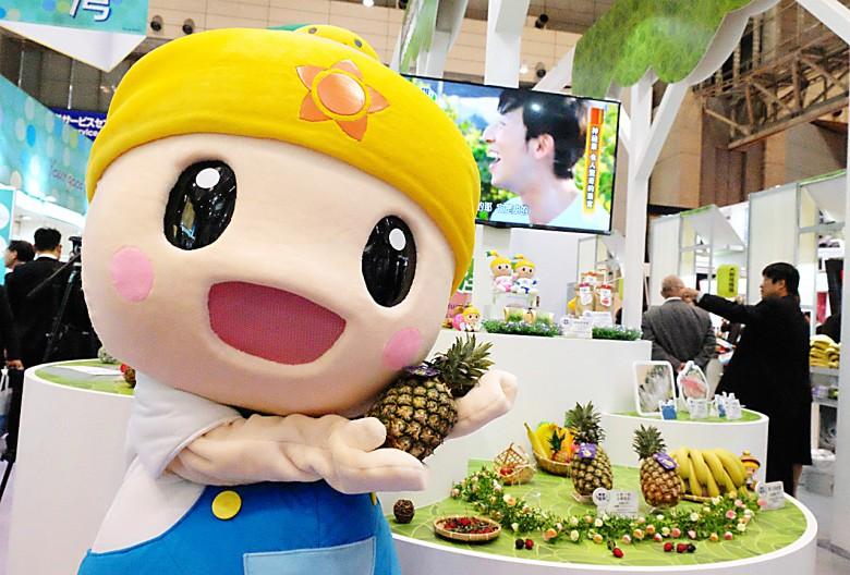 高雄吉祥物高通通宣傳高雄種的金鑽鳳梨