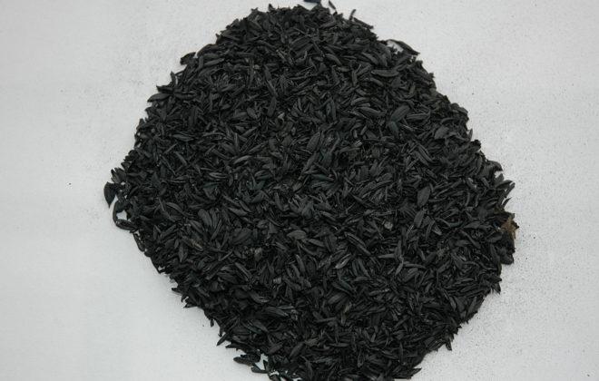花蓮農改場嘗試利用烘米機多餘的熱能,將農業廢棄物稻殼製成生物碳。(圖/花蓮區農改場提供)