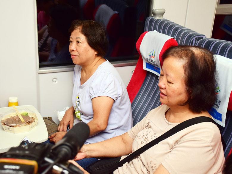 林氏姊妹老家位於台東、東河,看到家鄉嚴重受損,趕緊搭乘普悠瑪號回家幫忙。(圖/潘子祁攝)