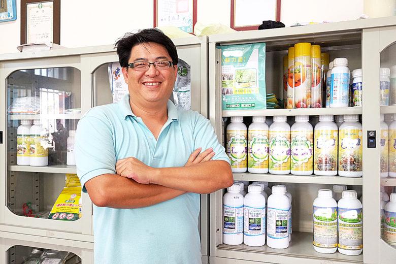 義直農藥行堅持只賣有機質肥料和有機防治資材(攝影/郭琇真)