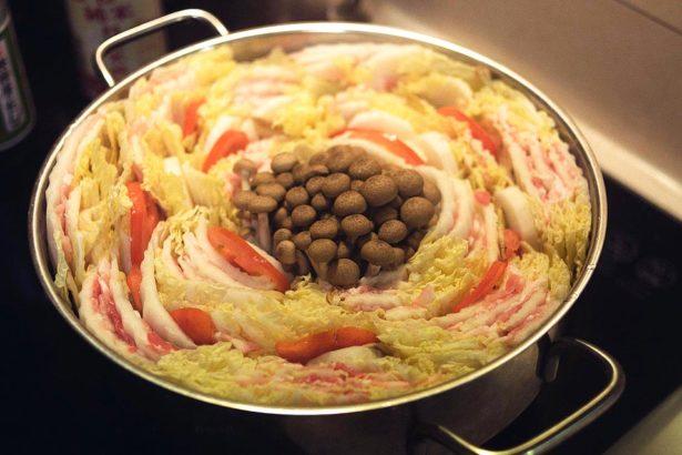 【公民寫手】豪邁華麗的蔬菜鍋聚__五花肉千層白菜煮