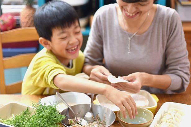游惠玲/飲食,帶我們打開窗看世界:給孩子的40篇美味情書