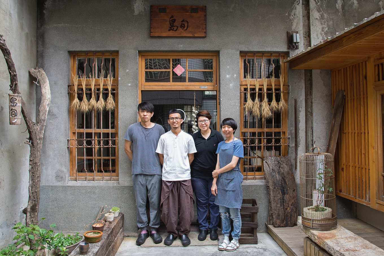 島旬友善料理全體成員,左起為傑夫師傅、謝禮光、思甫師傅和禮光太太佳怡(攝影/羅健宏)