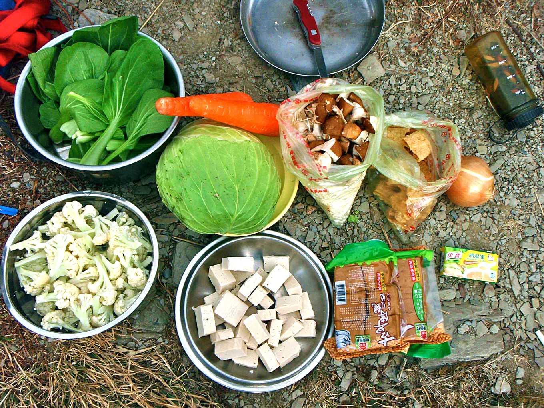 帶上山的蔬菜事前要先風乾,到高山上打開仍然新鮮