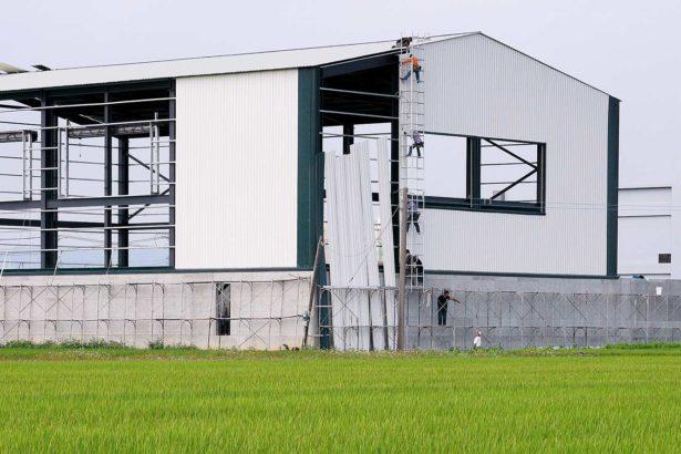 進行中的農地違章工廠(攝影/張良一)