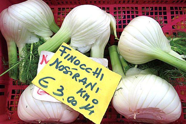 """標示著""""Nostrani""""(自家種植)的蔬果,最受消費者青睞(攝影/張正揚)"""