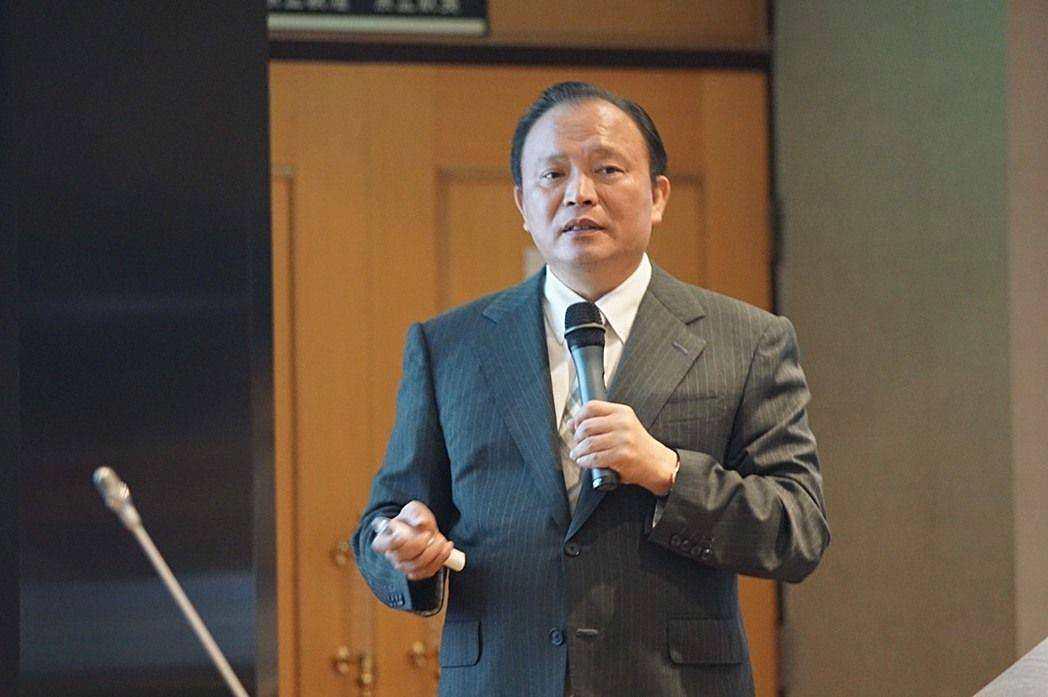 農委會主委林聰賢宣示,2017年農藥減半(圖片來源/農委會)