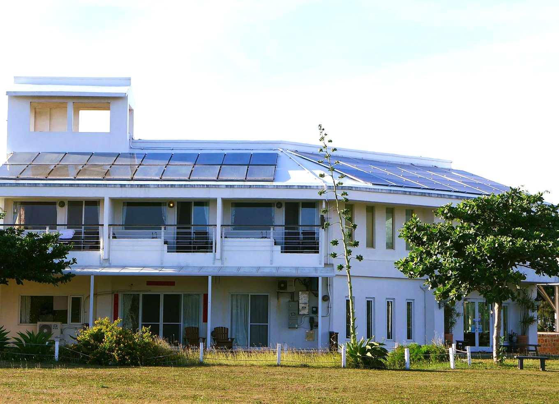 位於墾丁的卡米克民宿提供大片屋頂,成為「太陽房東」(圖片來源/一人一千瓦)