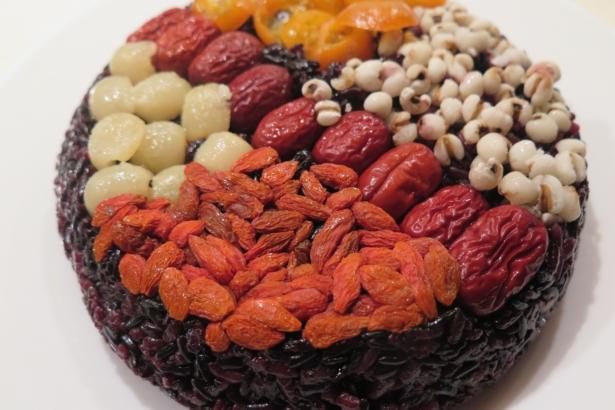 【公民寫手】農曆年必吃:有機紫米八寶飯