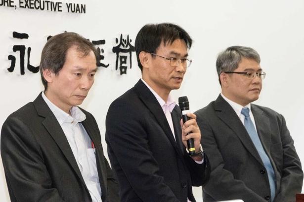 (左)(中)農委會副主委陳吉仲(右)內政部次長花敬群(攝影/孔德廉)