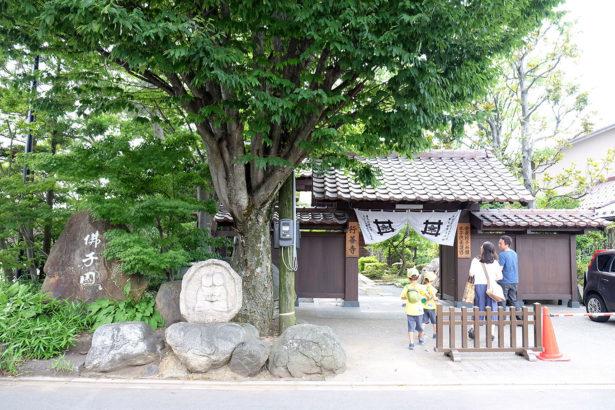 2016年翻修的行善寺,保留了原有的寺廟外觀(攝影/檢嘉潁)