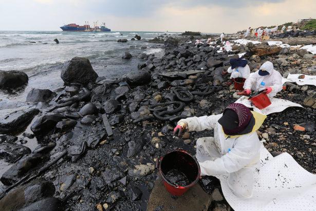 德翔貨輪擱淺污染北海岸,漁損1.7億僅獲賠十分之一 漁民不滿怒吼還我漁權