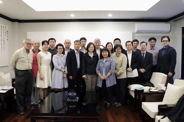 全部環團成員與蔡總統合照(照片提供/林愛龍)