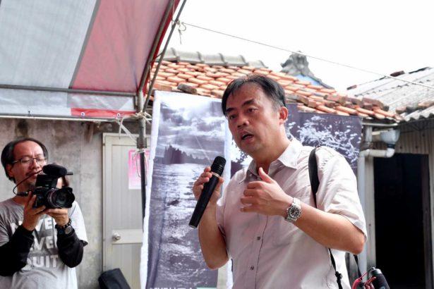 許震唐(右)回鄉投入台西影像館和公民電廠的建立,支持夥伴包括紀錄片導演林家安(左)