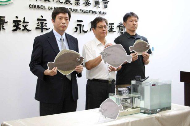 農委會水產試驗所東部海洋生物研究中心主任何源興(中)
