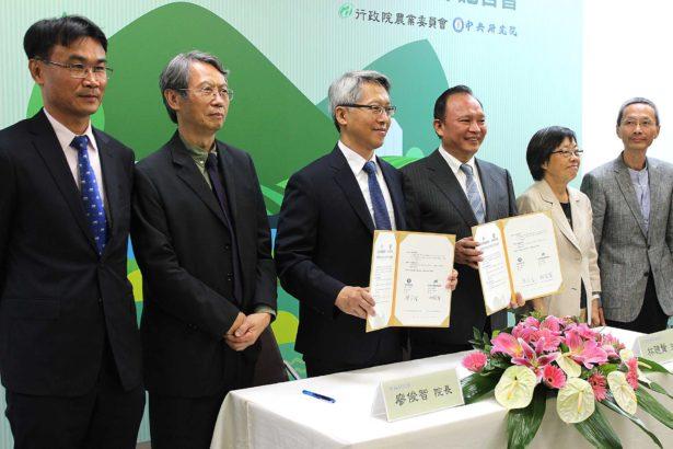 左至右分別為陳吉仲、王明珂、廖俊智、林聰賢、許雪姬(攝影/林珮君)