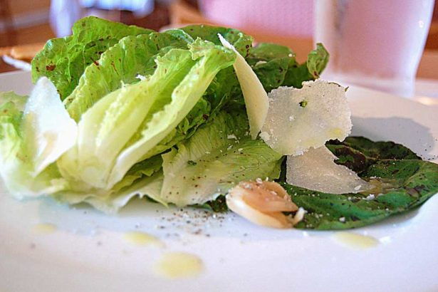 photo credit: stu_spivack salad via photopin (license)圖非當事羅曼生菜