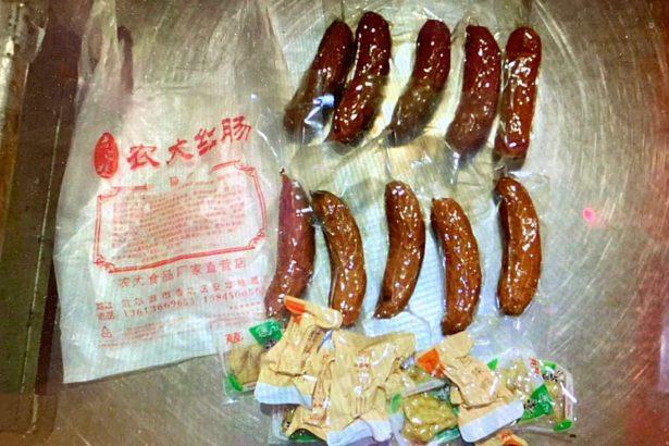 新增兩件非洲豬瘟肉品闖關!邊境攔截重慶臘腸、哈爾濱紅腸,由台、中籍旅客攜入