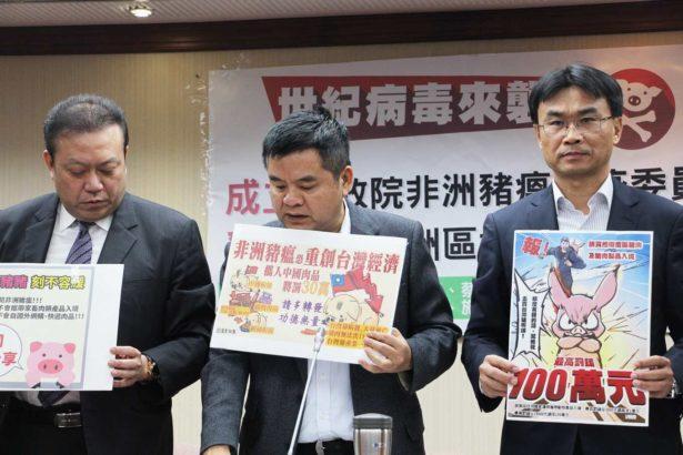 (右)農委會代理主委陳吉仲(中)民進黨立委莊瑞雄(攝影/林育璞)