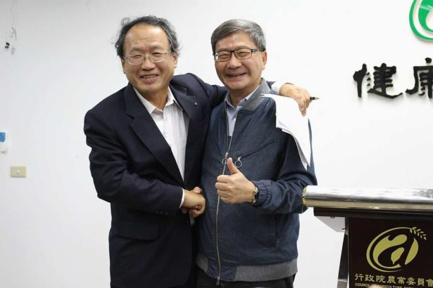 農委會副主委(左)與環保署副署長沈志修(右)強調沒有防疫不同調(攝影/劉怡馨)