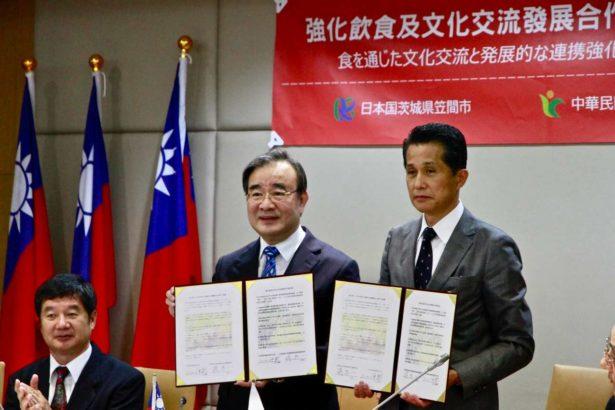 胡忠一署長(左)及山口伸樹市長(右)合作備忘錄締約(攝影/林怡均)