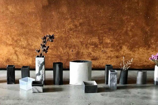 由樂土合作夥伴以樂土為原料製作而成的水墨花器,不定期在共享空間開辦製作工坊提供樂土愛好者學習交流。__泥泥木木設計工作室提供