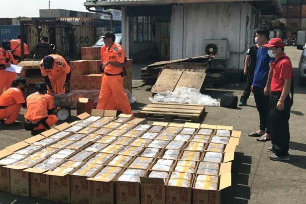 海巡人員年年查獲中國走私香菇。(提供/海巡第五岸巡)
