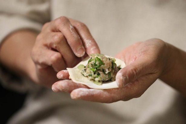 有機小白菜包水餃,有夠鮮甜好吃,揪親朋好友一起包包看!