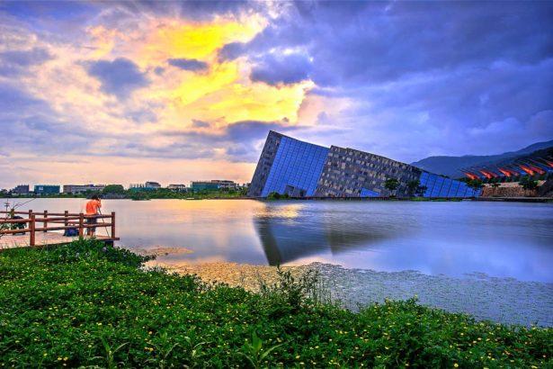 烏石港是否屬風景區管轄或縣府管轄,背後乃是景觀資產與天際線之爭。林國隆拍攝、東北角風管處提供