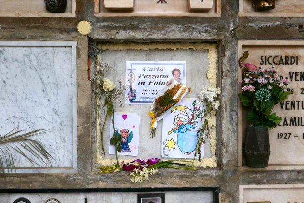 孫子為剛剛去世的祖母獻上畫作(攝影/鄭傑憶)