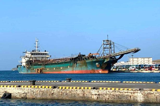 中國運砂船(照片提供_中華民國自然生態保育協會)