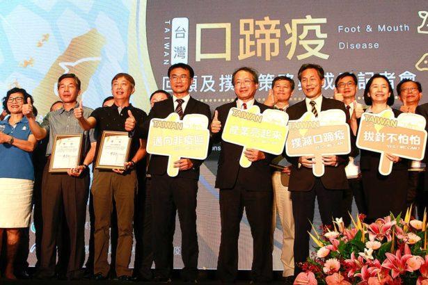 (左四)農委會主委陳吉仲(左五)農委會副主委黃金城(攝影/林怡均)