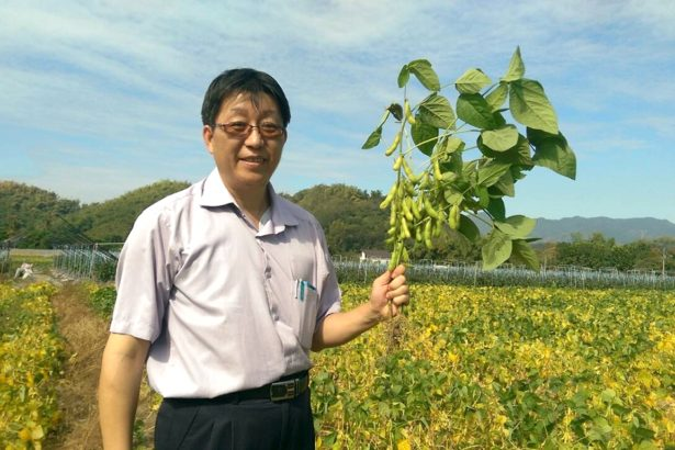 周國隆以獨到的見解與即知即行的認真態度,讓台灣毛豆產業起死回生。(周國隆提供)