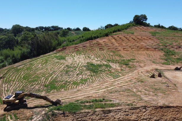 苗栗西湖山坡上夷平植被,正要興建光電場(圖片提供_李璟泓)