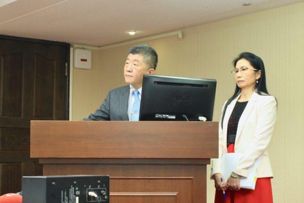 衛福部部長陳時中(左)與食藥署署長吳秀梅(右)今日到立法院答詢萊豬進口議題(攝影/楊語芸)