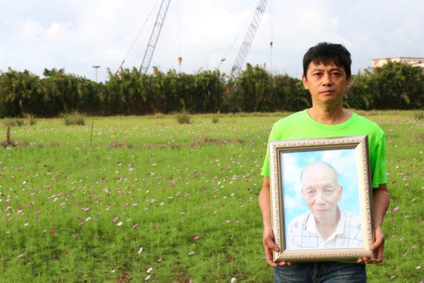 老農夫徐石定的兒子徐明全說,這塊農田是父親醫生的舞台,交給誰都不放心。最後選擇在祖傳的農田裡喝下農藥自殺。(攝影/林吉洋)