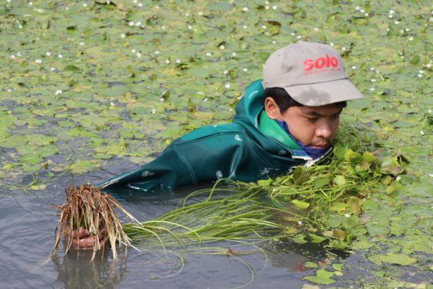 阿威透過翻譯表示,下水工作有點辛苦,不過他會努力適應。(攝影/李慧宜)