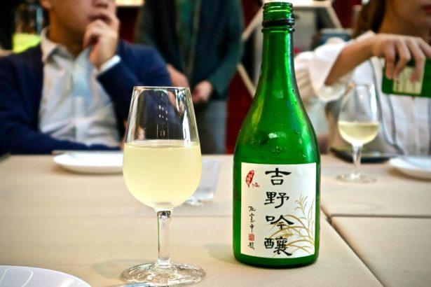 中福酒廠以員山青農任永旭種出的「吉野一號」製作出清酒「吉野吟釀」(攝影/林怡均)