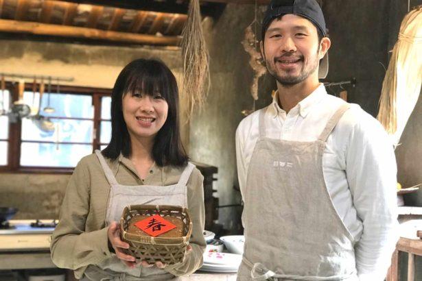 黃騰威與周佩儀以阿嬤的娘家姓建立「雙口呂」品牌,傳承粿的技藝。(攝影/楊語芸)