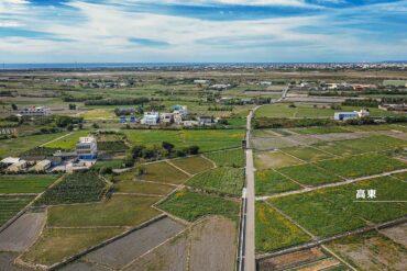 高美圳灌溉農田後流向高美濕地,居民認為開發工業區將危及高美濕地生態。海線水資源聯盟提供