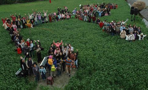 施明煌與年輕農友,攜手打造「喜願共合國」