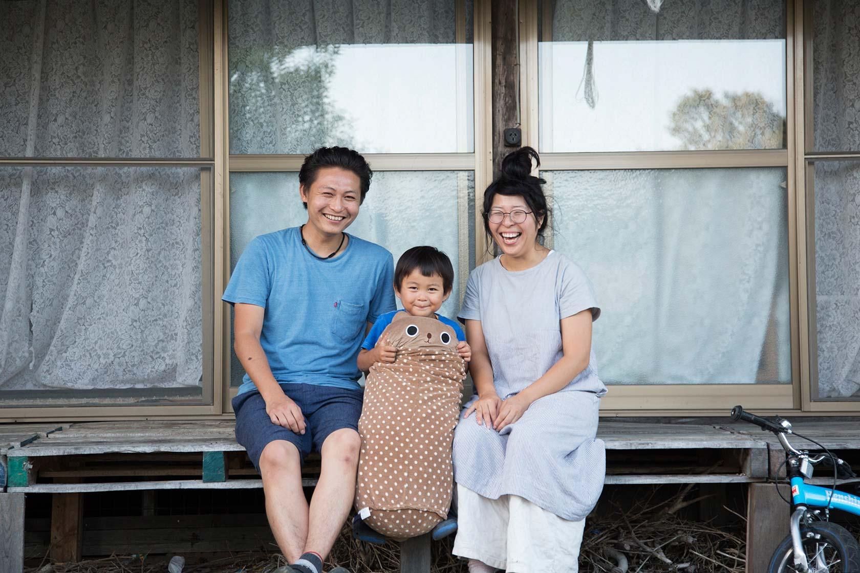 田川夫妻和小孩。攝影 / 近藤悟