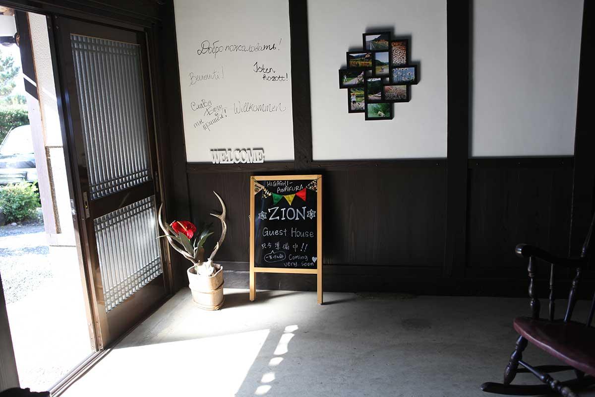 古民宅民「ZION」即將開幕的招牌。攝影/Allitle