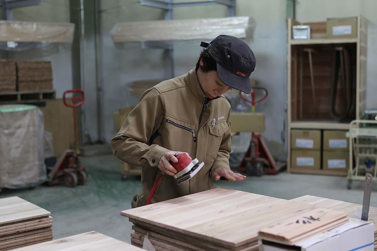 製作木地板。攝影/Alittle
