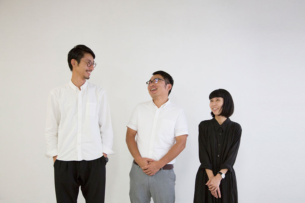鈴木宏平、阿部雄二和鈴木菜菜子。攝影 / 近藤悟