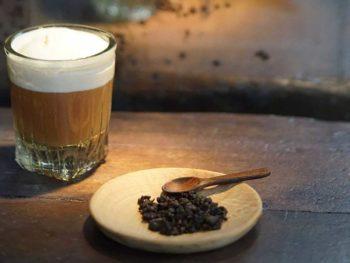 白人沒有喝過會苦的茶,更沒有苦盡甘來的概念。攝影/劉振祥