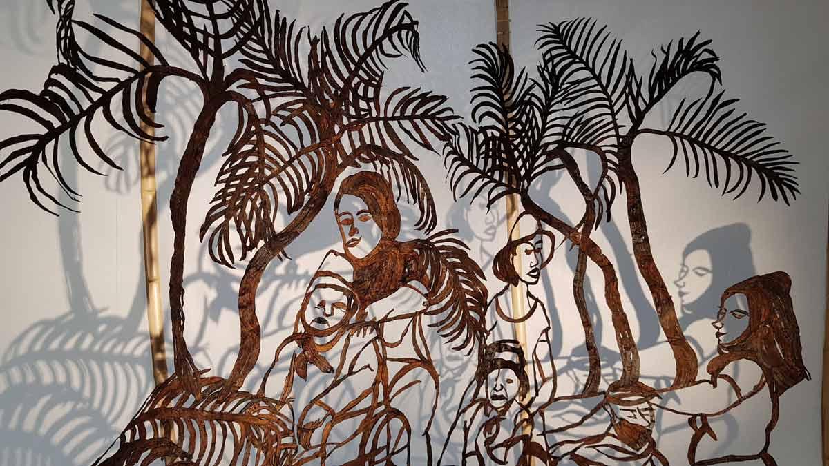 羅懿君以香蕉皮創作的移工故事。