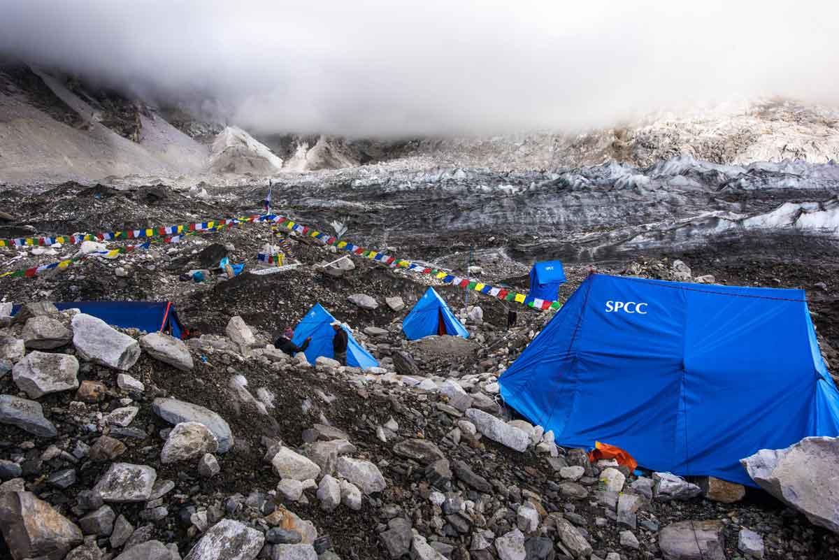 全世界任何一支想要攻頂聖母峰的登山團隊,Icefall Doctor早已駐紮在聖母峰基地營,靠10個人的力量,擔任通往聖母峰路線的開路先鋒角色,攝影/Tony Lee 李安峰