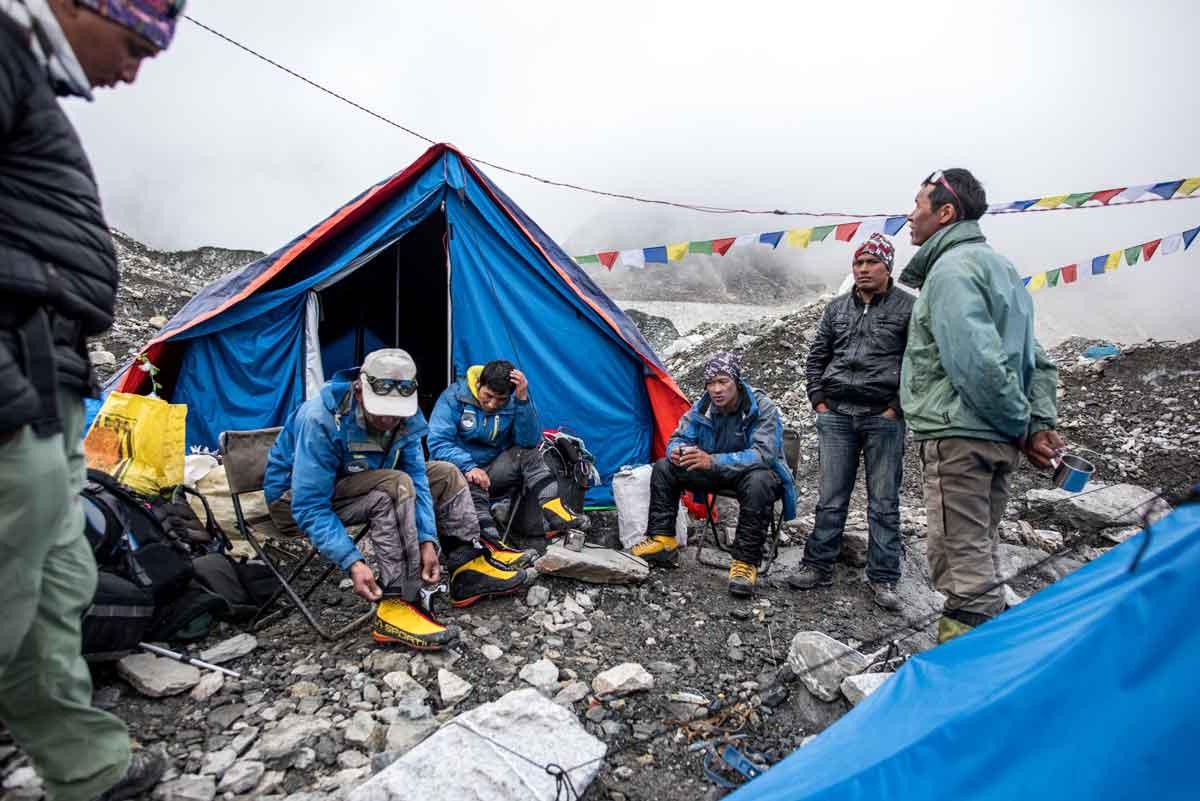 Icefall Doctors用自己族人500多年來適應高海拔的基因、體力,與膽識,冒險犯難所換取來對這裡千年冰河格外的熟悉經驗,攝影/Tony Lee 李安峰